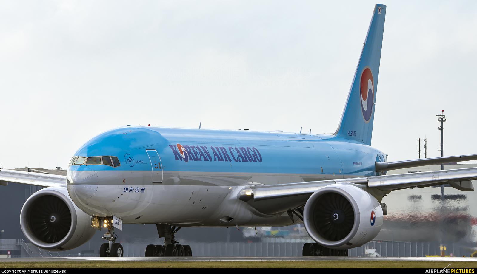 Korean Air Cargo HL8076 aircraft at Vienna - Schwechat