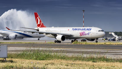 TC-LNC - Turkish Airlines Airbus A330-300