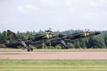 37102 - Sweden - Air Force SAAB AJ37 Viggen