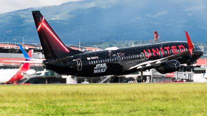 N36272 - United Airlines Boeing 737-800