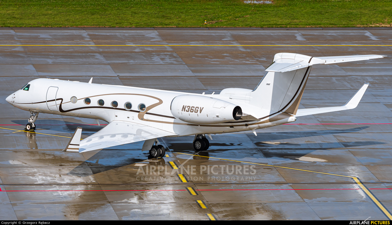 Private N36GV aircraft at Zurich