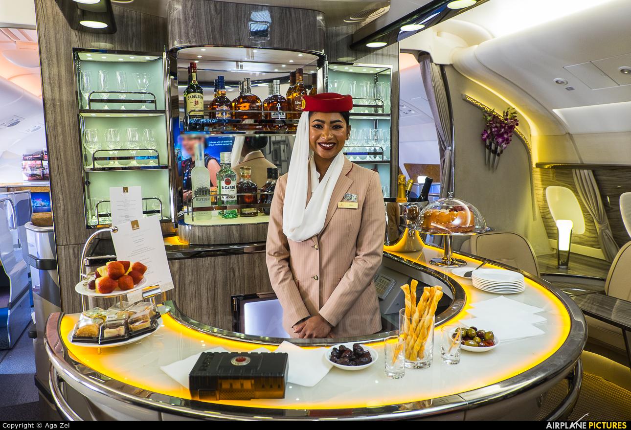 - Aviation Glamour - aircraft at Dubai Intl