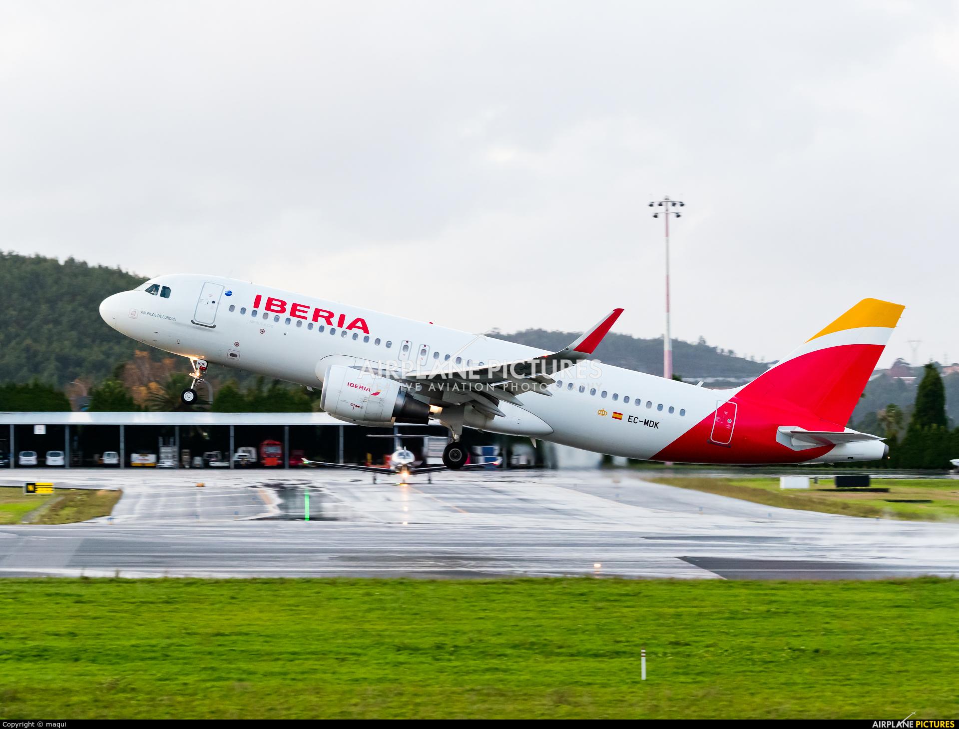 Iberia EC-MDK aircraft at La Coruña