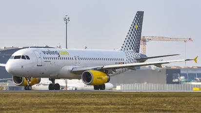 EC-LQN - Vueling Airlines Airbus A320