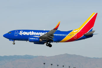N7832A - Southwest Airlines Boeing 737-700