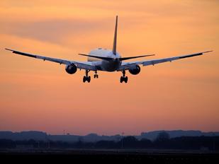 - - United Airlines Boeing 767-400ER