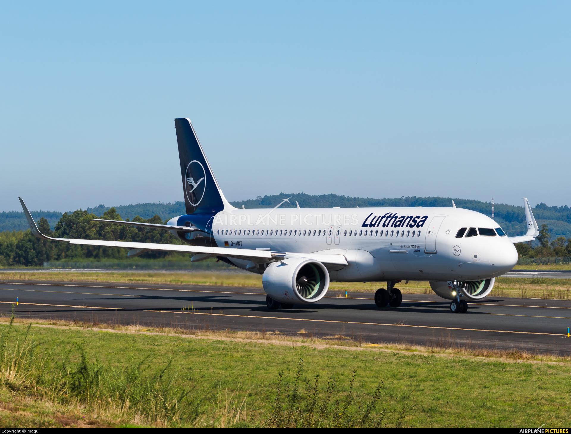 Lufthansa D-AINT aircraft at Santiago de Compostela