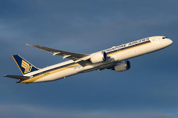 9V-SCM - Singapore Airlines Boeing 787-10 Dreamliner