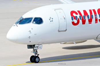 HB-JCE - Swiss Bombardier BD-100 Challenger 300 series