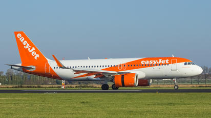G-UZHI - easyJet Airbus A320