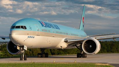 HL7204 - Korean Air Boeing 777-300ER