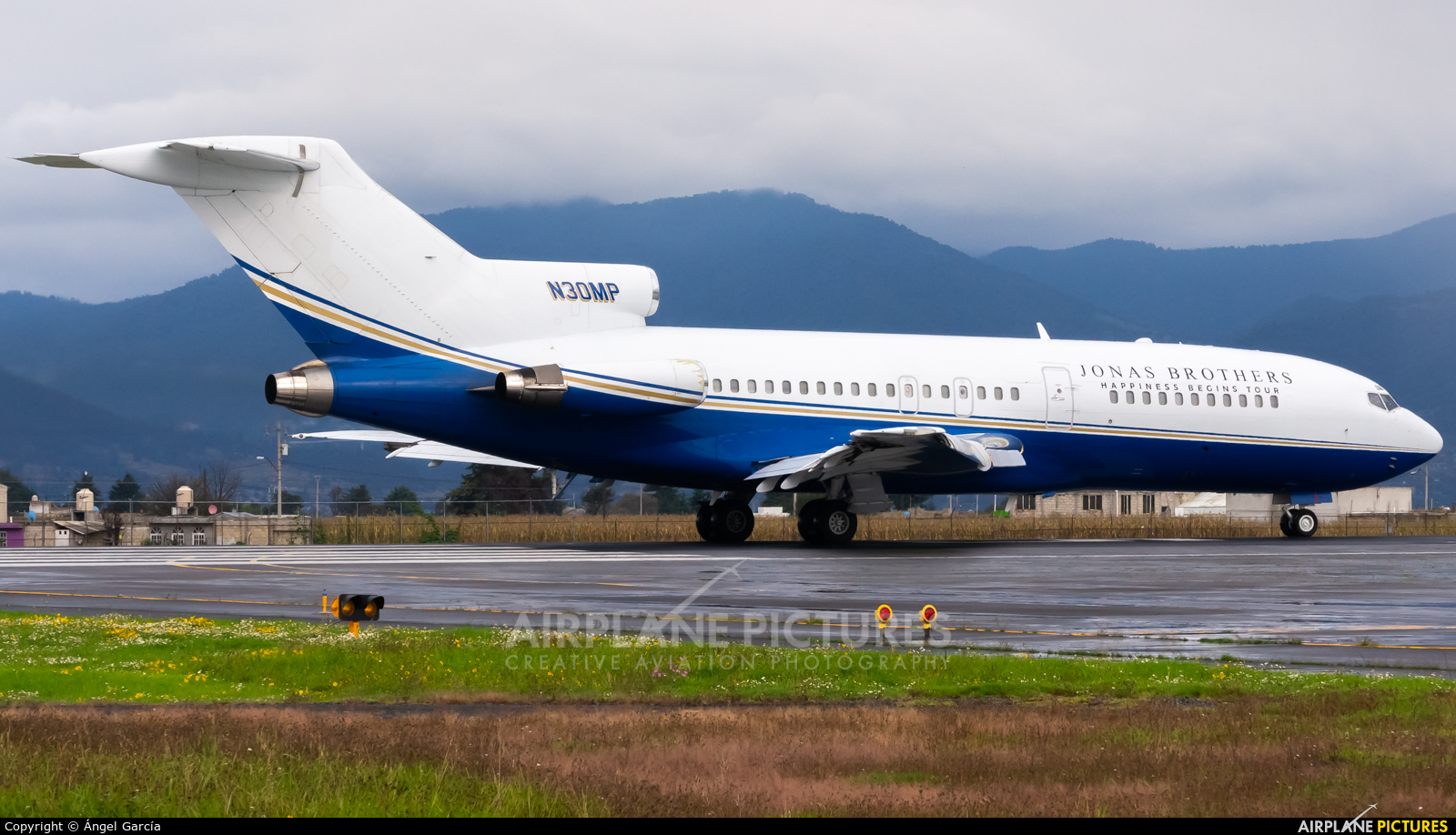Private N30MP aircraft at Toluca Intl