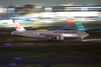JA010D - JAL - Japan Airlines Boeing 777-200