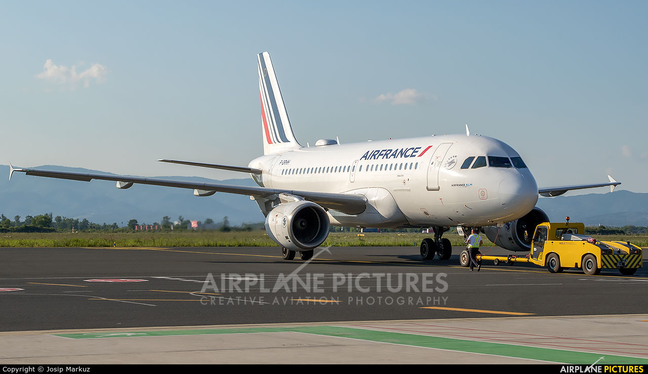 Air France F-GRHH aircraft at Zagreb