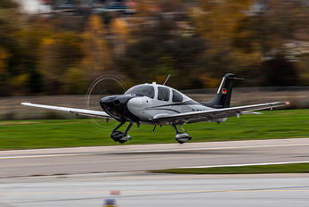 D-ECAM - Private Cirrus SR22T