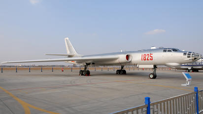 1825 - China - Air Force Xian H-6E