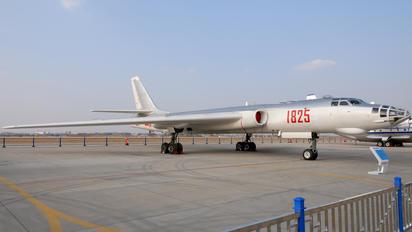 1825 - China - Air Force Xian H-6E