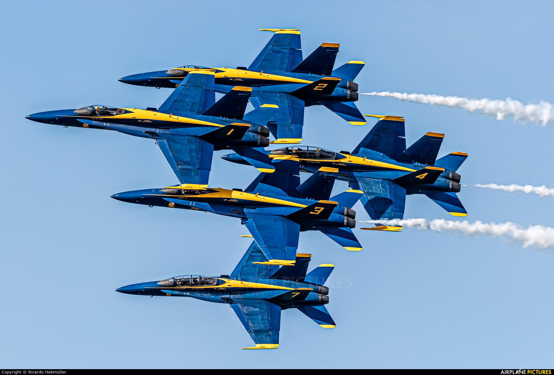 USA - Navy : Blue Angels 163439 aircraft at San Francisco Intl