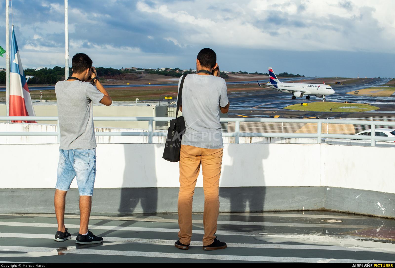 - Airport Overview - aircraft at Salvador - Deputado Luis Eduardo Magalhaes