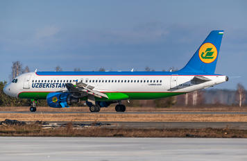 UK32014 - Uzbekistan Airways Airbus A320
