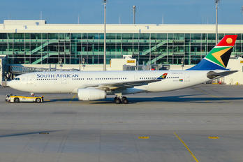 ZS-SXY - South African Airways Airbus A330-200