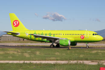 VP-BTQ - S7 Airlines Airbus A319