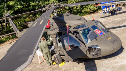 7449 - Private Sikorsky UH-60M Black Hawk