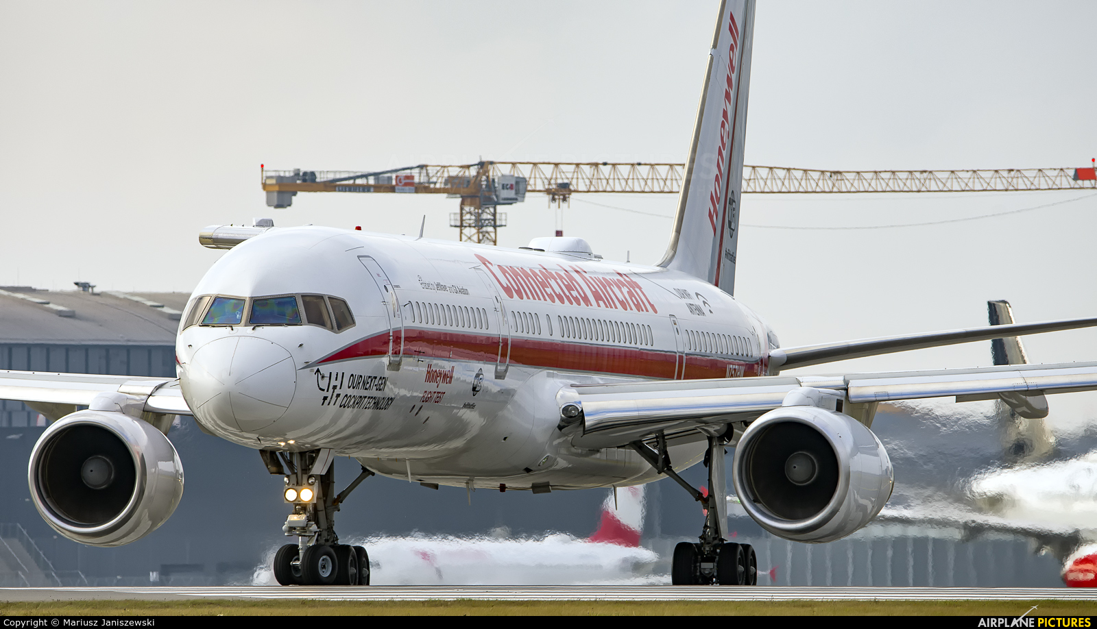 Honeywell Aviation Services N757HW aircraft at Vienna - Schwechat