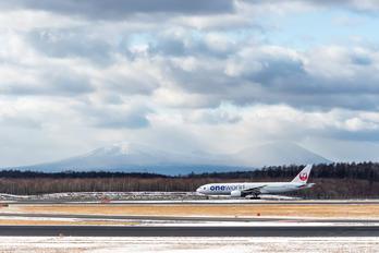 JA771J - - Airport Overview Boeing 777-200