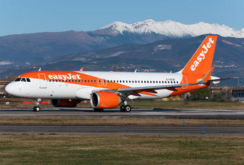 G-UZLB - easyJet Airbus A320