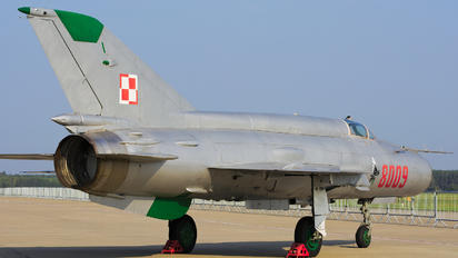 8009 - Poland - Air Force Mikoyan-Gurevich MiG-21MF