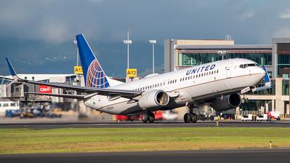 N35260 - United Airlines Boeing 737-800