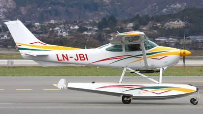 LN-JBI - Private Cessna 182 Skylane (all models except RG)