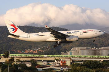 B-6082 - China Eastern Airlines Airbus A330-200