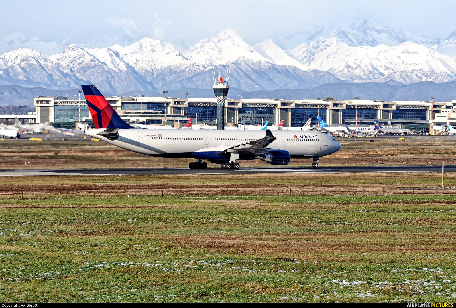 Delta Air Lines N825NW aircraft at Milan - Malpensa