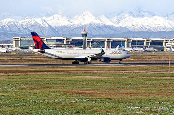 N825NW - Delta Air Lines Airbus A330-300
