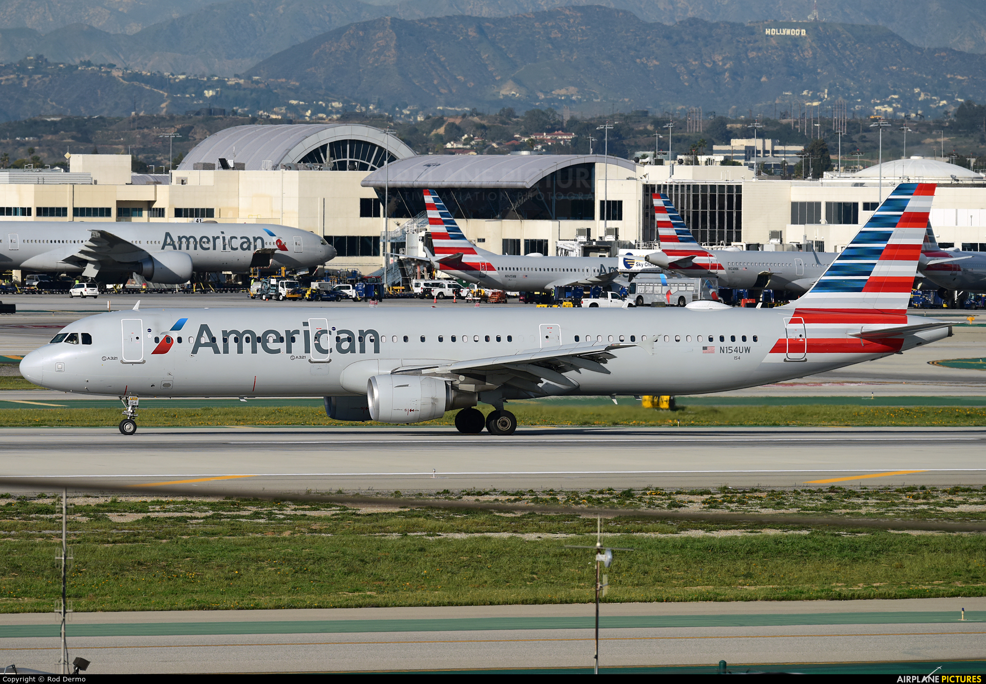 American Airlines N154UW aircraft at Los Angeles Intl