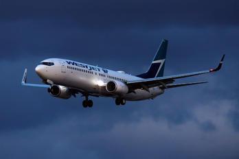 C-GJLS - WestJet Airlines Boeing 737-800