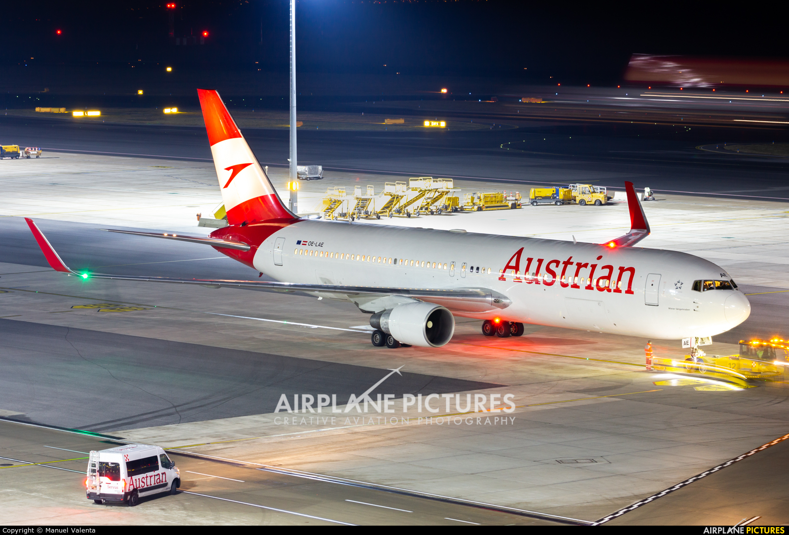 Austrian Airlines/Arrows/Tyrolean OE-LAE aircraft at Vienna - Schwechat