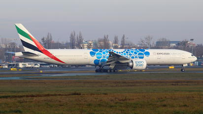 A6-EPB - Emirates Airlines Boeing 777-300ER