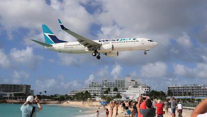 C-FWIJ - WestJet Airlines Boeing 737-800