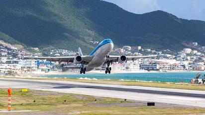 PH-AOE - KLM Airbus A330-200
