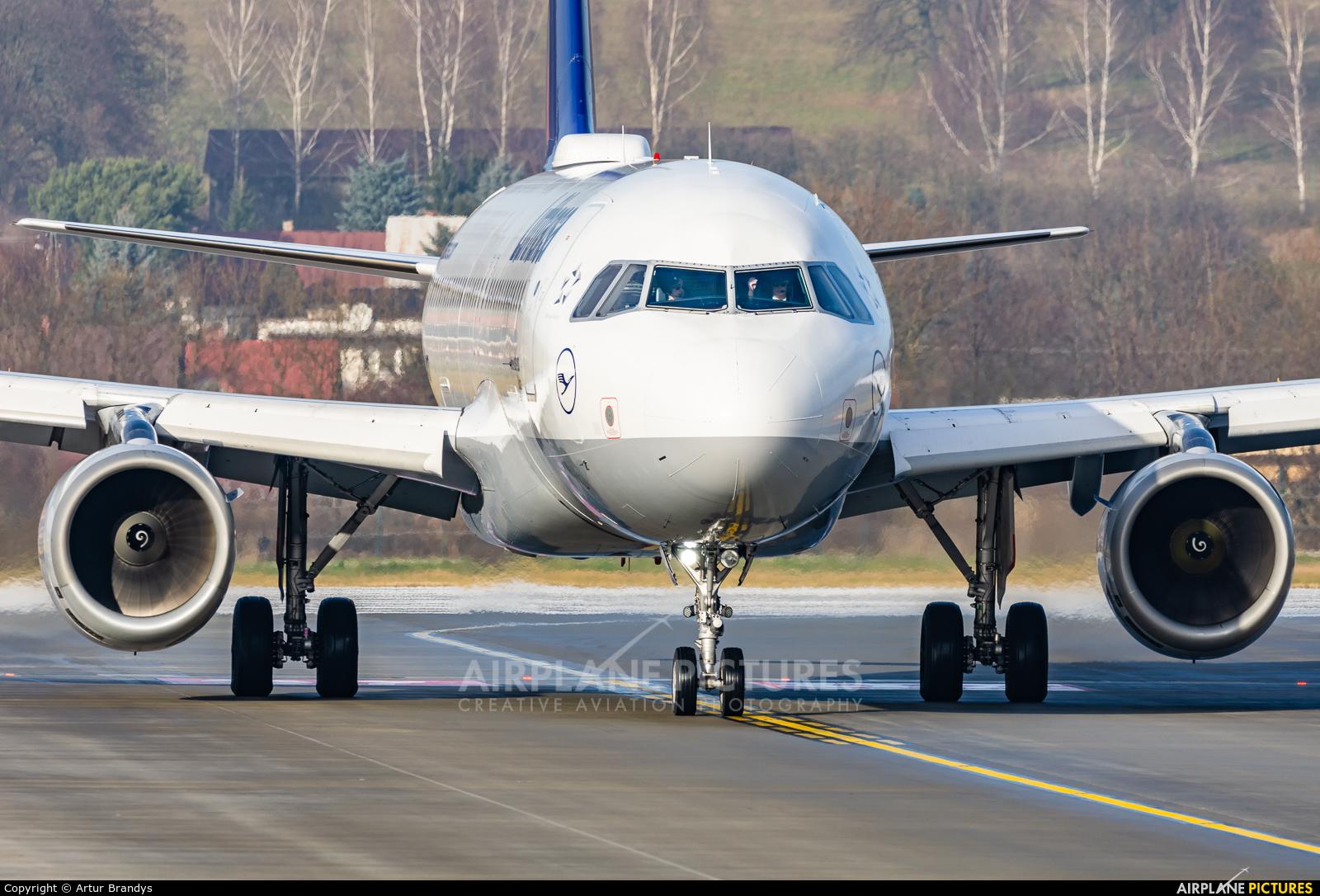 Lufthansa D-AIQT aircraft at Kraków - John Paul II Intl