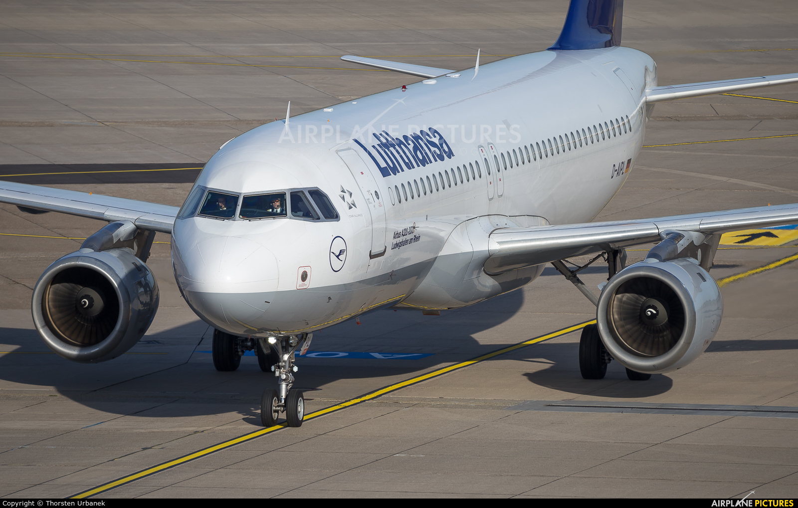 Lufthansa D-AIPL aircraft at Düsseldorf