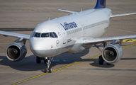 D-AIPL - Lufthansa Airbus A320 aircraft