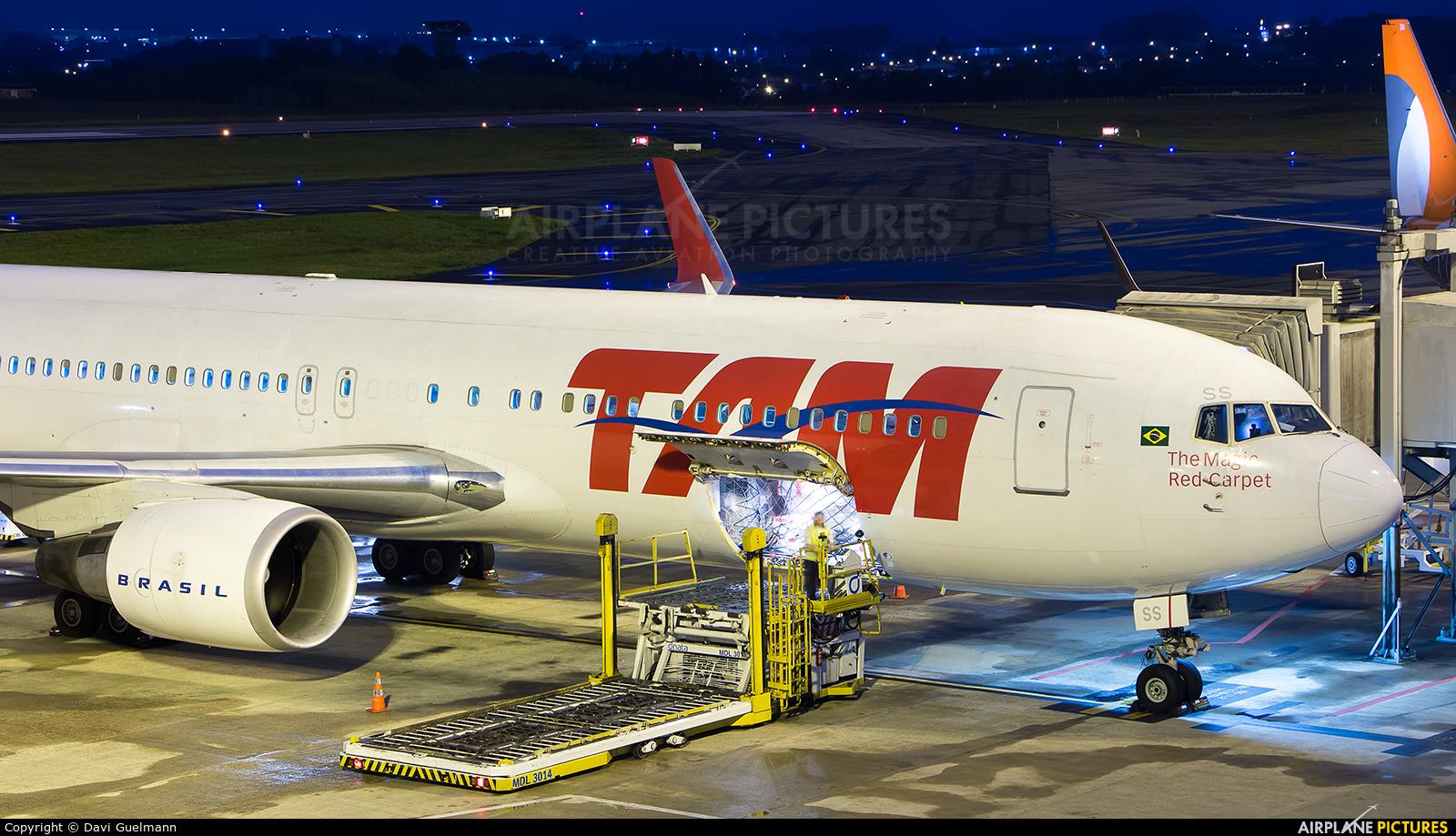 TAM PT-MSS aircraft at Curitiba -  Afonso Pena