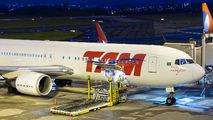 Rare visit of TAM Boeing 767 to Curitiba title=