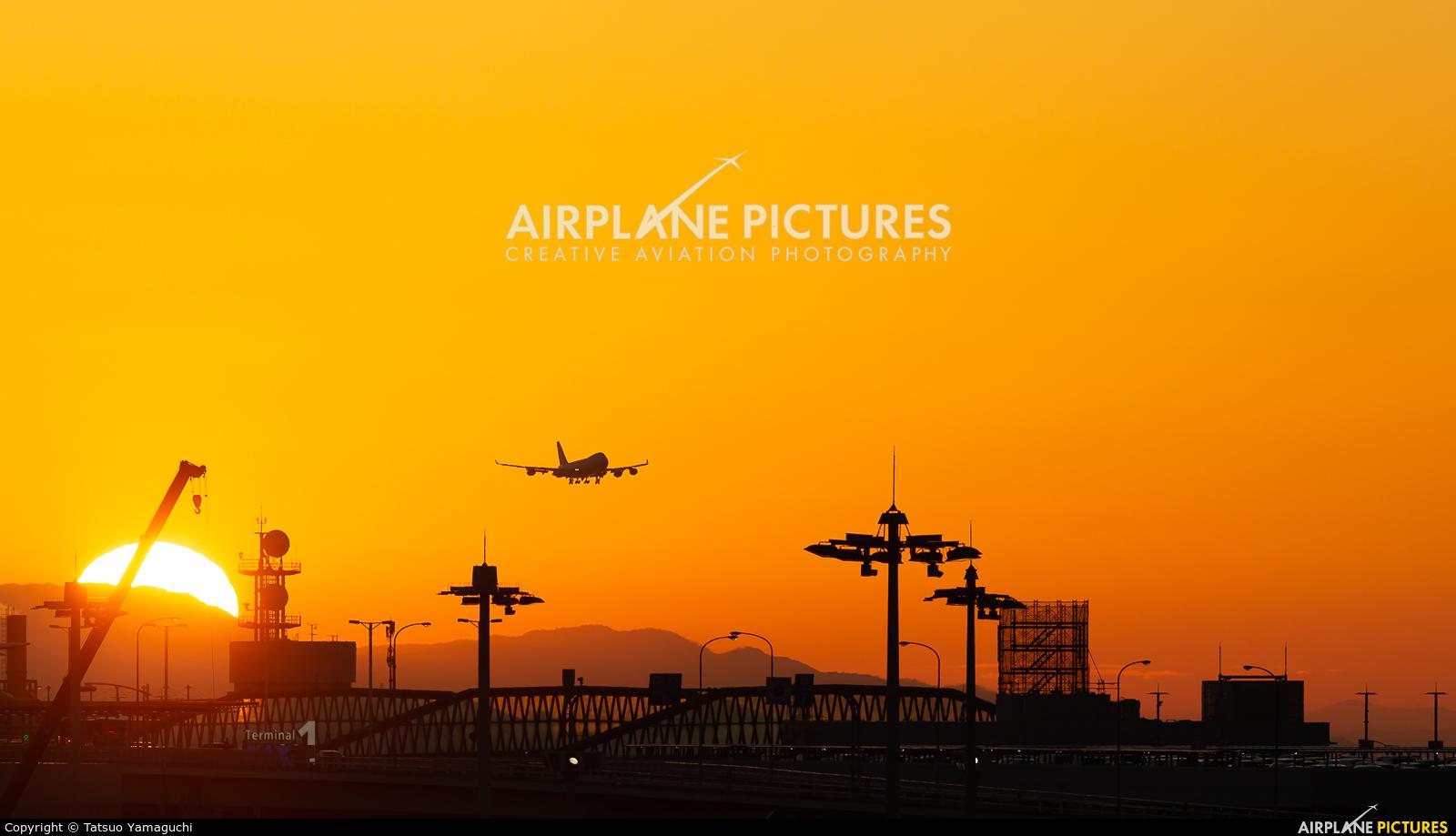 - Airport Overview - aircraft at Kansai Intl