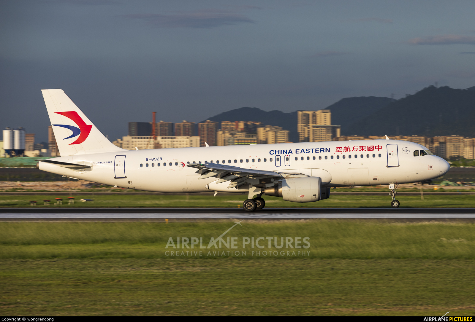 China Eastern Airlines B-6928 aircraft at Shenzhen Bao\