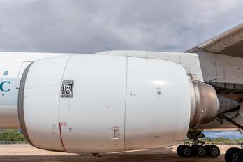 B-NHL - Cathay Pacific Boeing 777-200